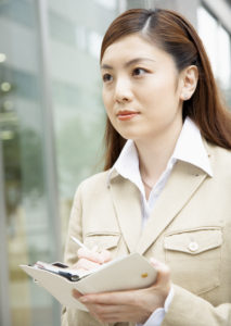 ハローワークを通して飲食店から物流センター事務職員に転職(30代女性)
