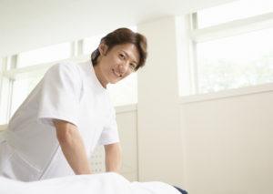 営業職から介護職への転職体験談(40代男性)