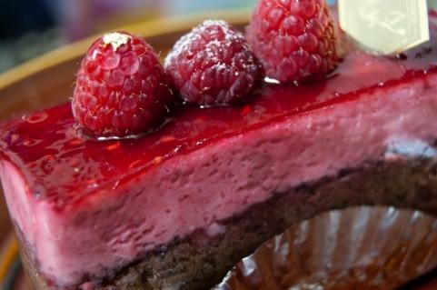 楽なバイトといえば、工場でのケーキ装飾バイト!(20代男性)